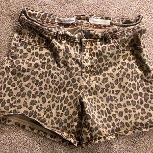 Pilcro Hyphen Leopard shorts size 29